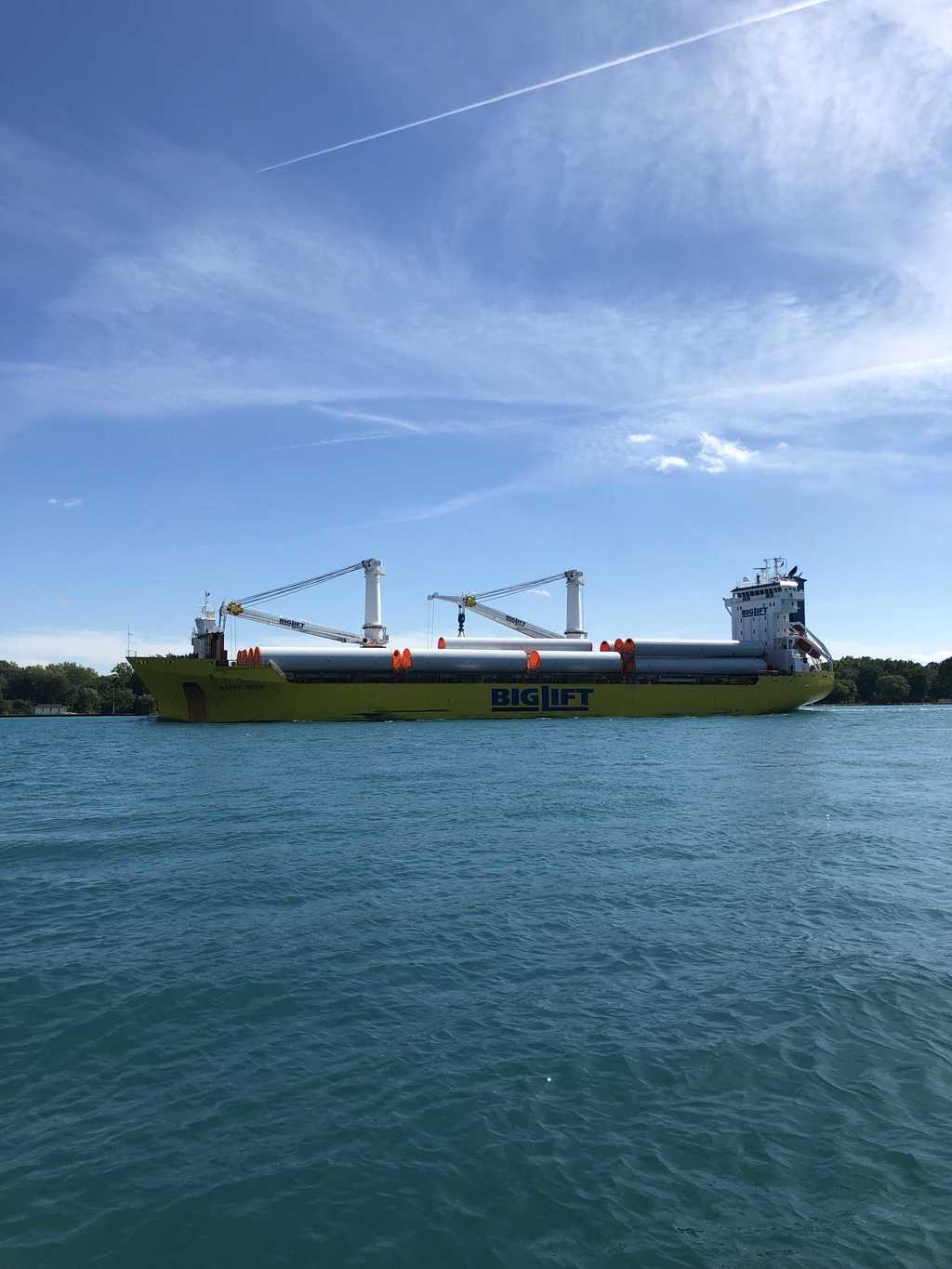 "picture of great lakes ship: Happy River ""Big Lift"", St Clair River"