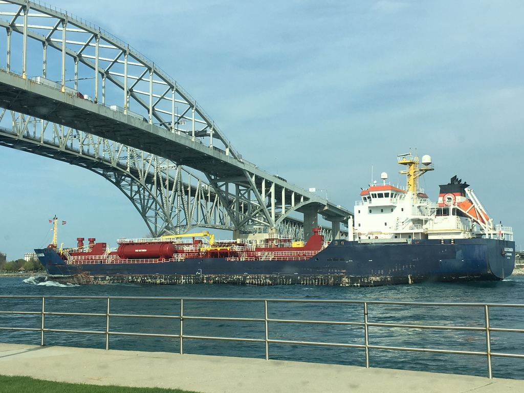 picture of great lakes ship: AlgoCanada